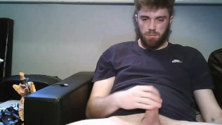 Young Teen Boy Wanks On Webcam And Cums on His Beard – MattThom98